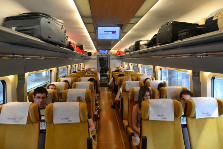 El tren tarda aproximadamente 30 minutos en cubrir el trayecto Madrid-Toledo por lo que es nuestra opción favorita / Foto: OgoTours