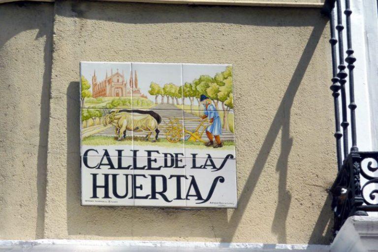 Madrid barrio de las letras Calle Huertas