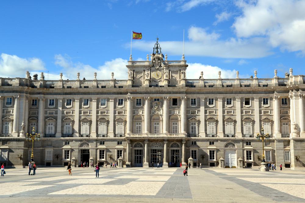 El majestuoso Palacio Real fue levantado sobre una antigua fortaleza musulmana en lo más alto de la ciudad