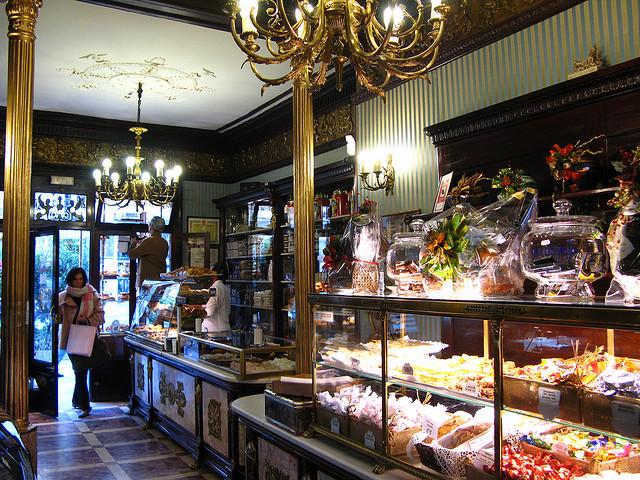 5 Cafes históricos de Madrid: Pastelería El Riojano