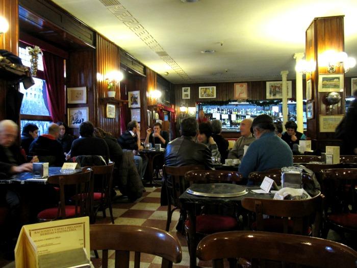 5 Cafes Históricos en Madrid: Café Gijon
