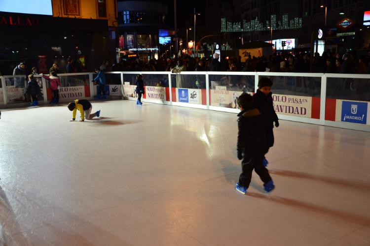 Durante las semanas de Navidad se instalan diferentes pistas de hielo en el centro de la ciudad