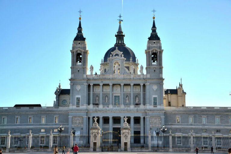 por que Madrid tiene una catedral tan moderna