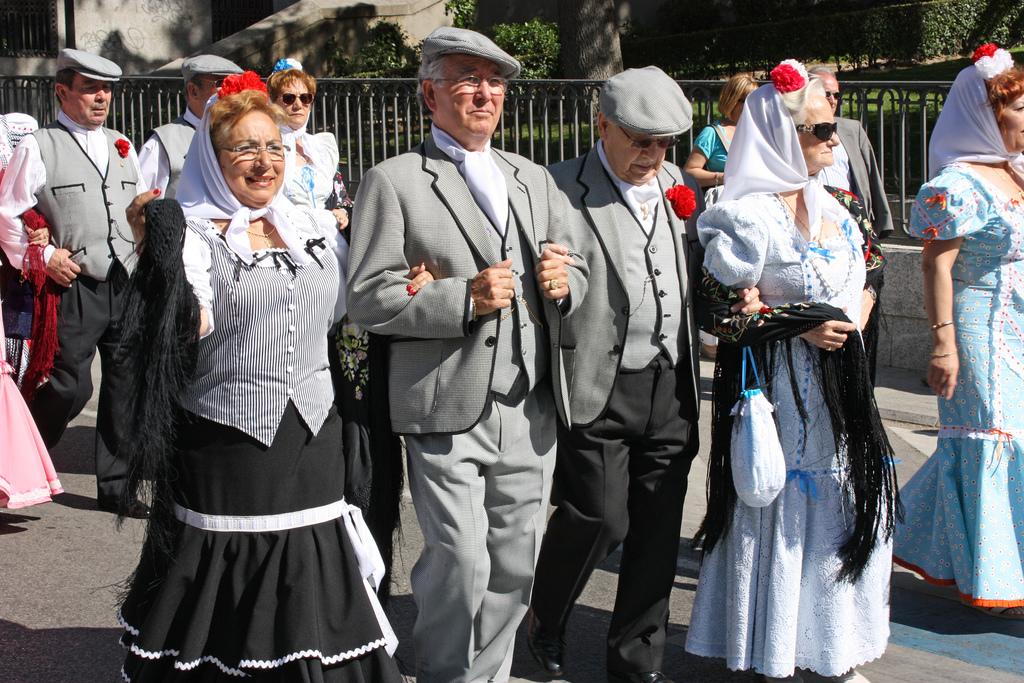 Madrileños vestidos de chulapos / (Alex Bikfalvi (Flickr / C.C.)