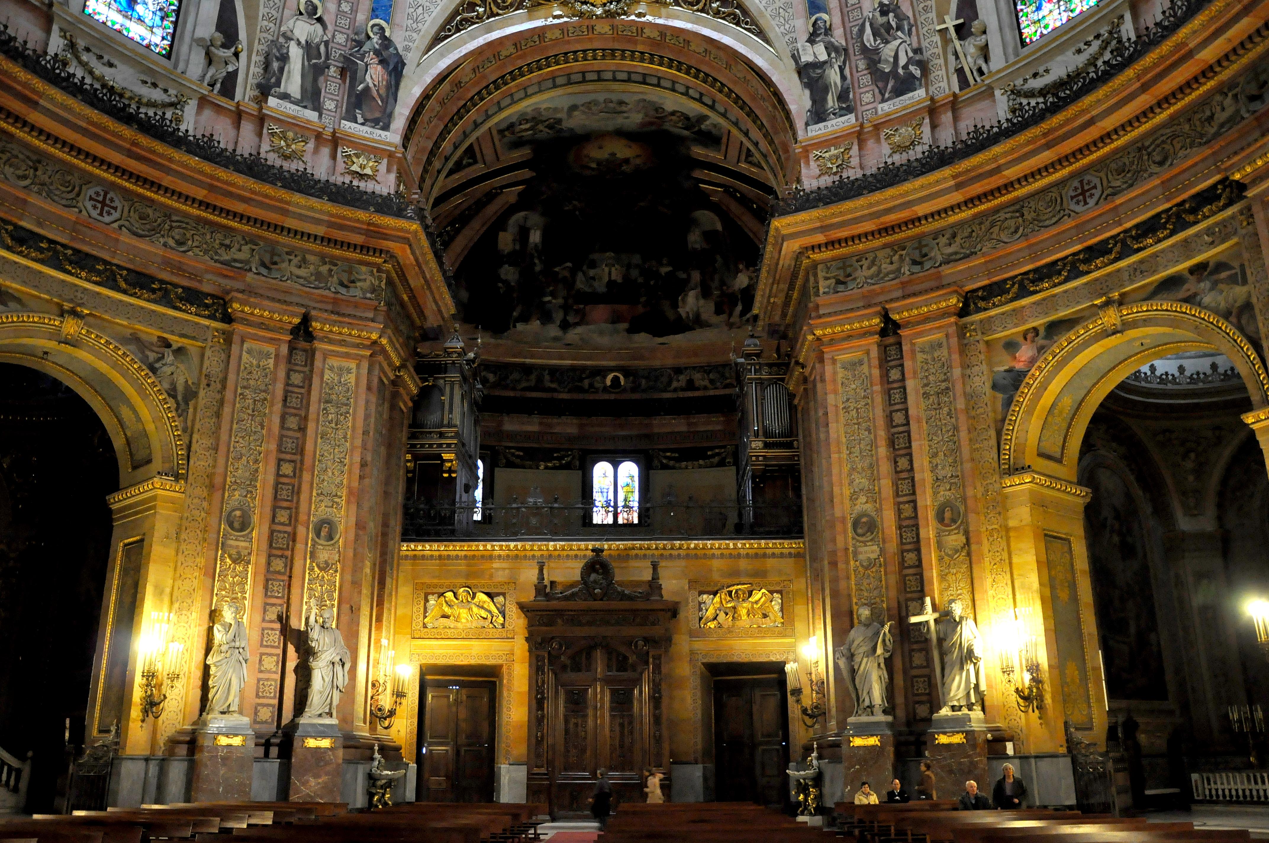 Interior de la imponente Basílica de San Francisco el Grande cuya cúpula es una de las mas grandes del mundo