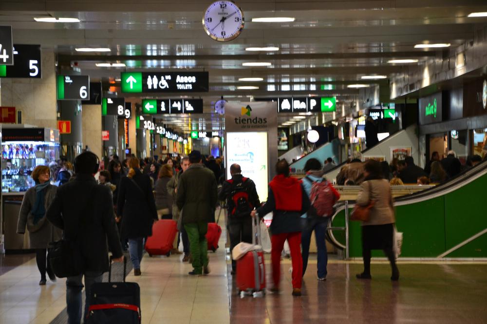 La Estación de Chamartin está equipada con todo tipo de servicios: restaurantes, cafeterías, tiendas, etc. / Foto: OgoTours