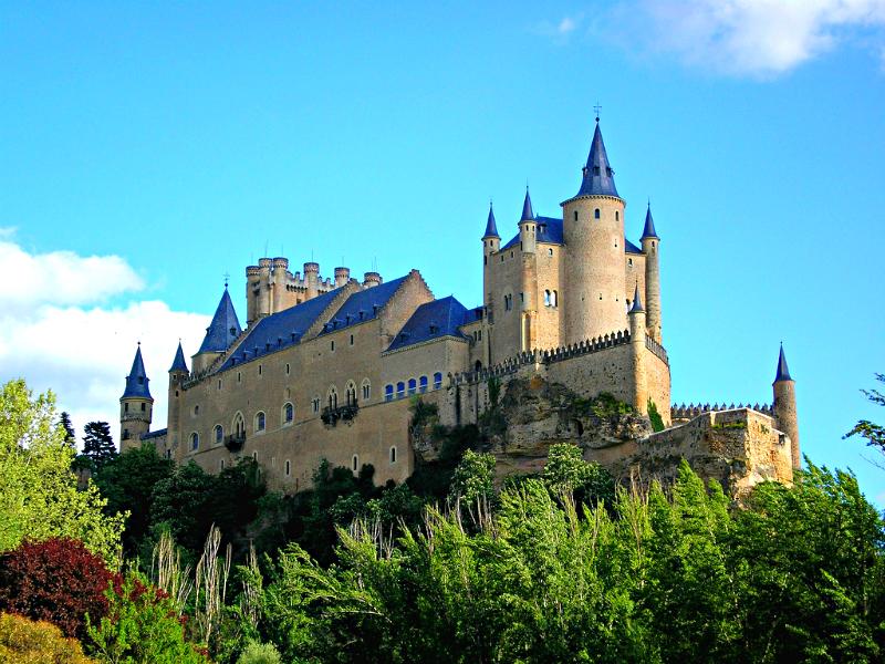 El imponente Alcazar de Segovia se alza en lo más alto de la ciudad, un lugar estratégico para divisar todo el territorio / Foto: Armando Reques (Flickr / C.C.)