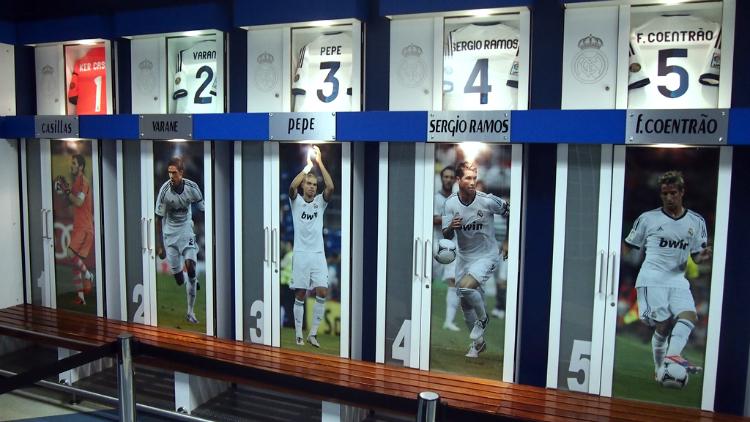Que hacer en Madrid cuando llueve - Santiago Bernabéu / La visita al estadio incluye los vestuarios del equipo local / Foto: Isriya (Flickr / C.C.)