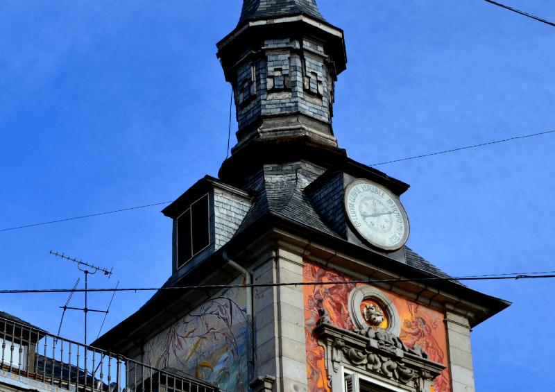 El famoso barómetro de la Plaza Mayor / Foto: OgoTours