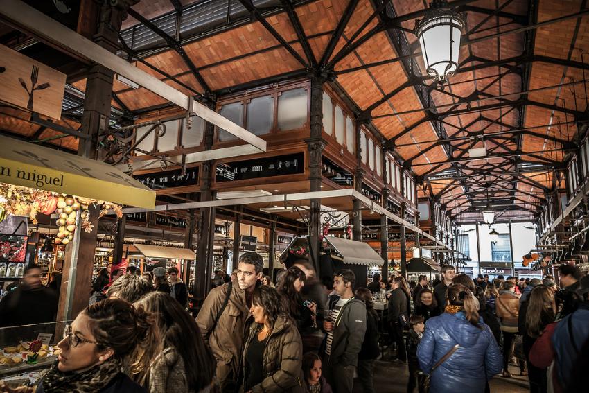 que hacer en Madrid cuando llueve - El Mercado San Miguel fue el primero de una serie de mercados gastronómicos que han abierto sus puertas en Madrid en los últimos años / Foto: (Flickr / dtpancio)